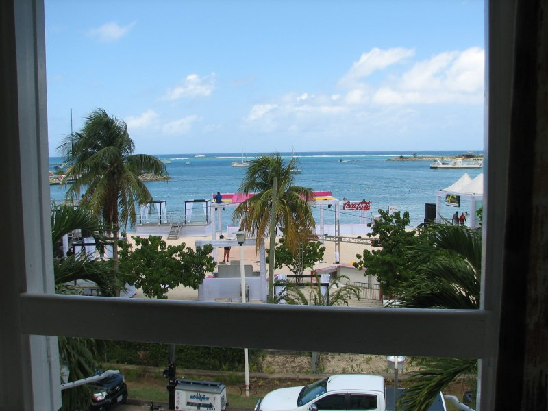 vista al mar desde la ventana