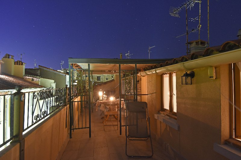 Large roof top terrace 2 bed rooms 2 bathrooms Old Town Antibes