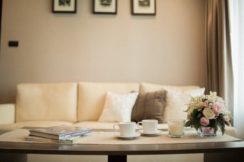 Phyathai Residence - New & modern one-bedroom suite near BTS Phyathai, vakantiewoning in Bangkok