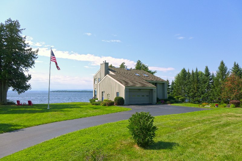 Luxury Lakefront Getaway, holiday rental in South Hero