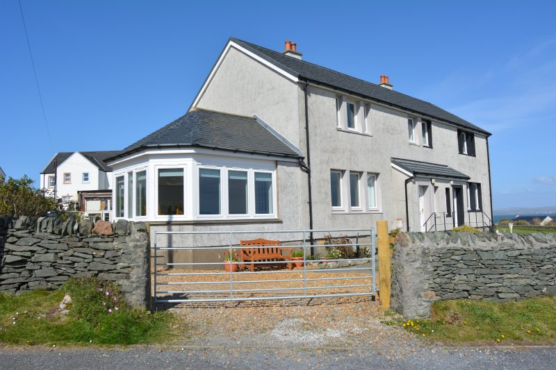 Holiday Rental House - 3 bedrooms, sunroom, 1 bathroom, private garden, sleeps 6, holiday rental in Port Ellen