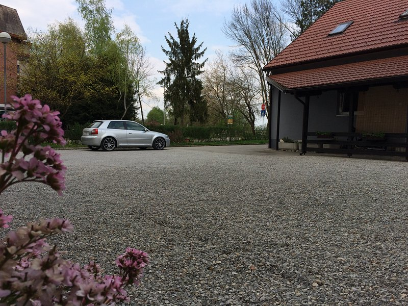 Die Privatparkplätze, Ihr Auto vor dem Zimmer
