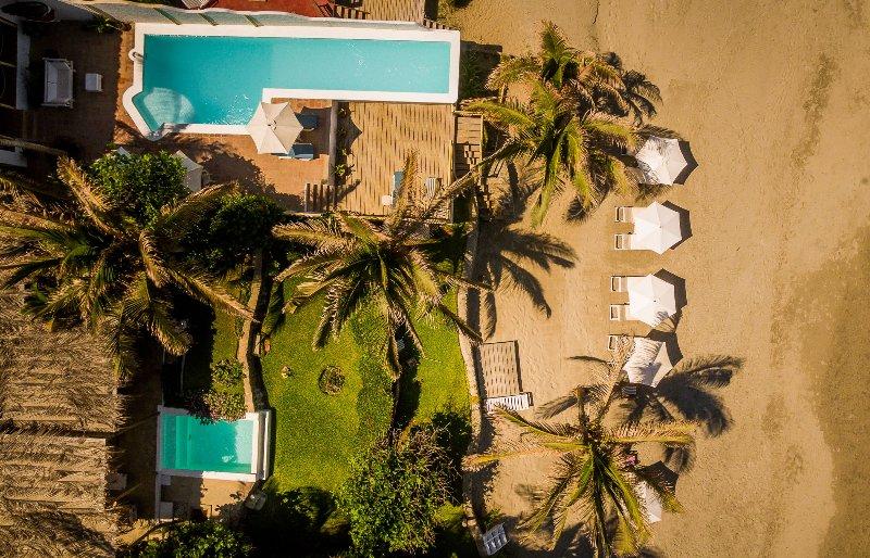 Claro de Luna House at seashore, location de vacances à Mancora