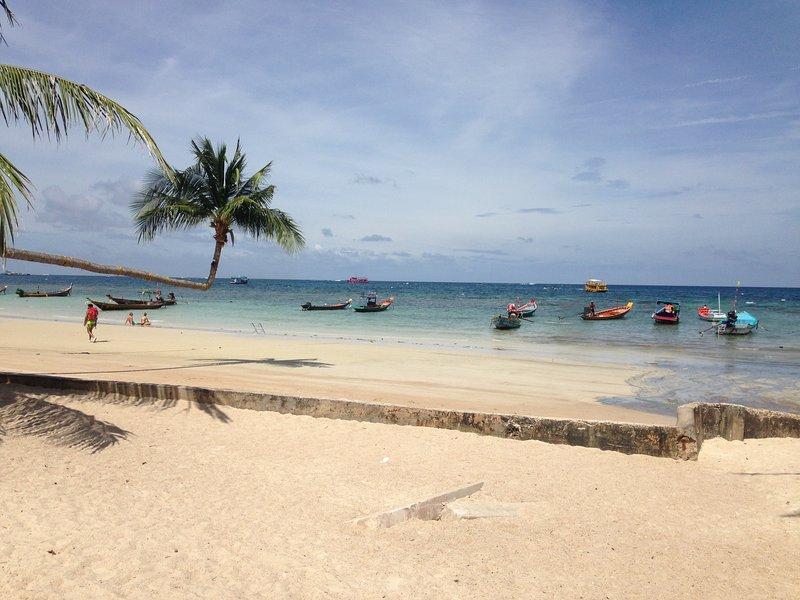 La playa más cercana, la playa de Sairee