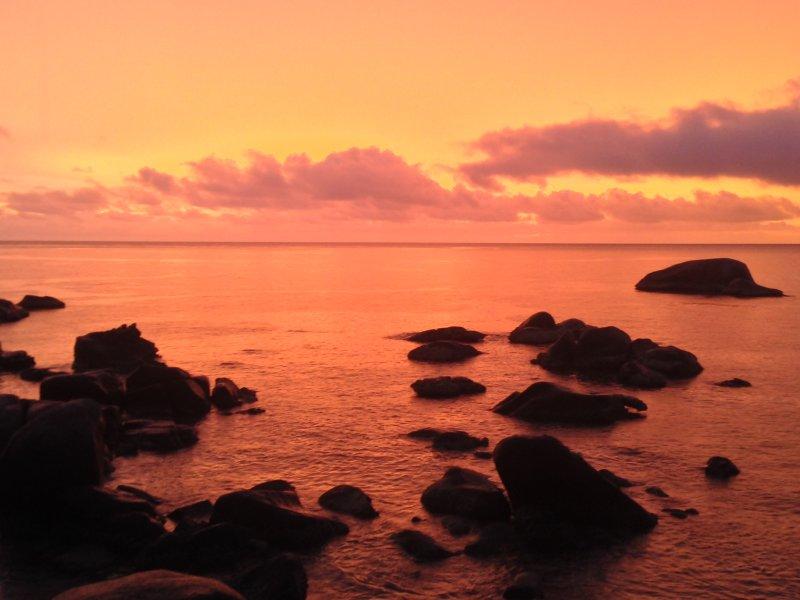 Puesta de sol en el Banana Rock, una de las playas del Sur Oeste