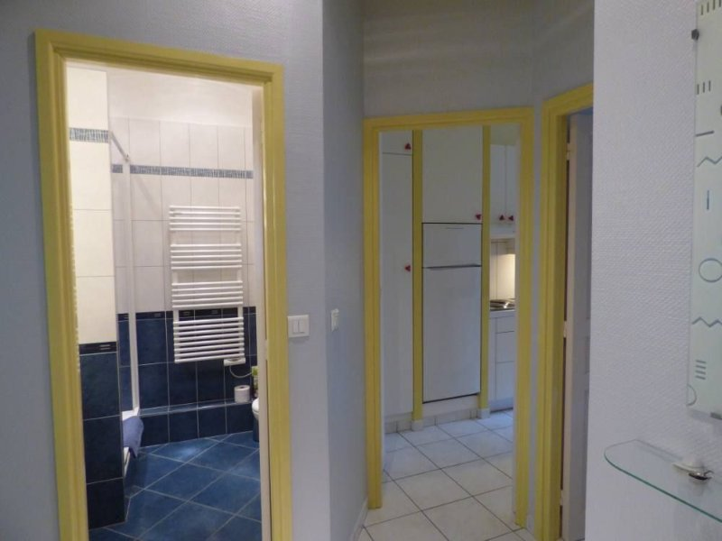 Access bathroom and kitchen entrance