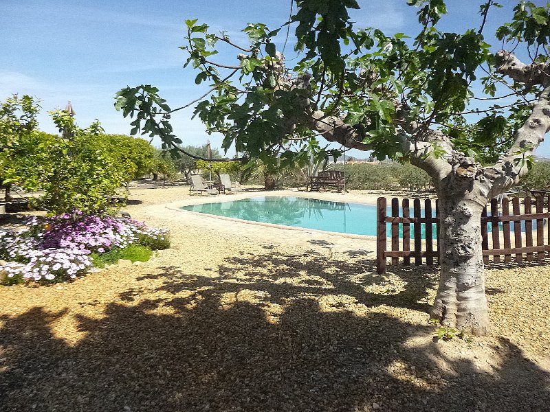 Finca Arboleda idyllic 1 bedroom garden apartment, location de vacances à Vera