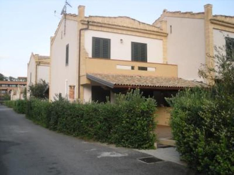 CASA VACANZE A CAMPOFELICE DI ROCCELLA, holiday rental in Buonfornello