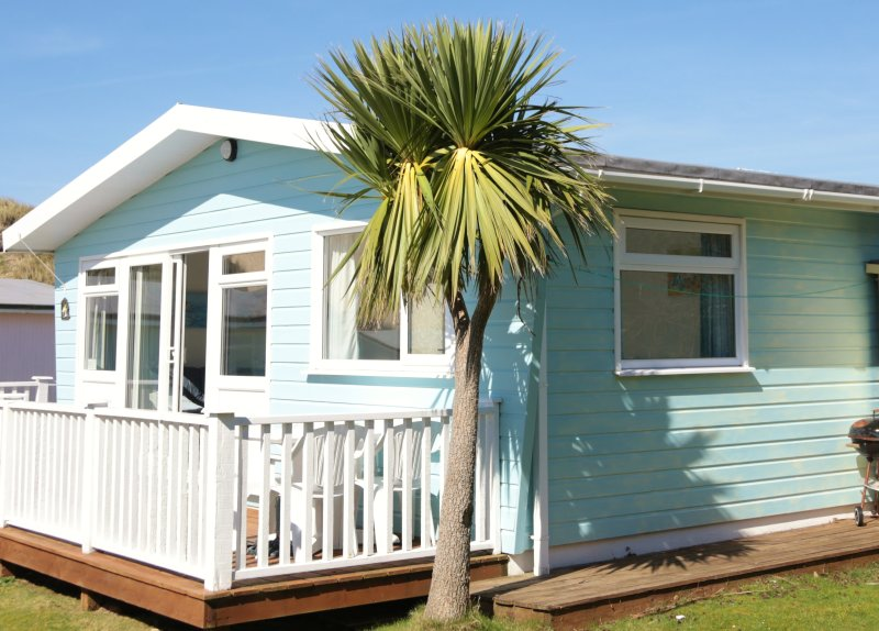 The Buoys beach chalet - Holiday rental in Gwithian, Ferienwohnung in Connor Downs