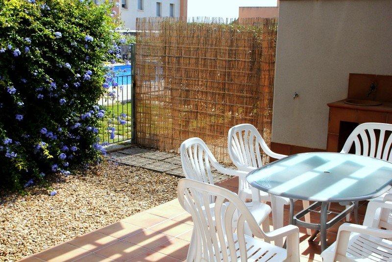 VILLA SALUS, con piscina a menos de 1km de la playa de Creixell, casa vacanza a Bonastre