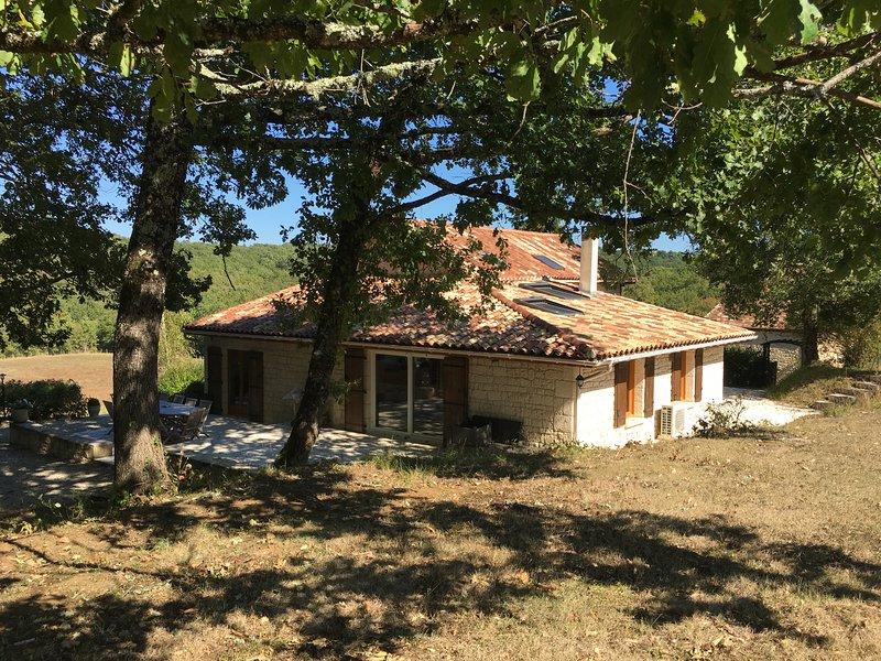 Chambres d'hôtes LES CHEVREUILS, vacation rental in Bourniquel