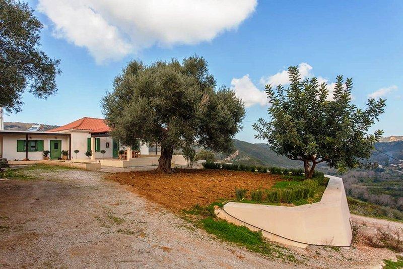 Augusta Deres, traditional cottage, location de vacances à Nteres