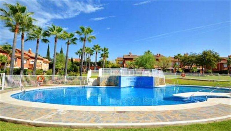 set piscina comum em paisagístico tropical Gardens