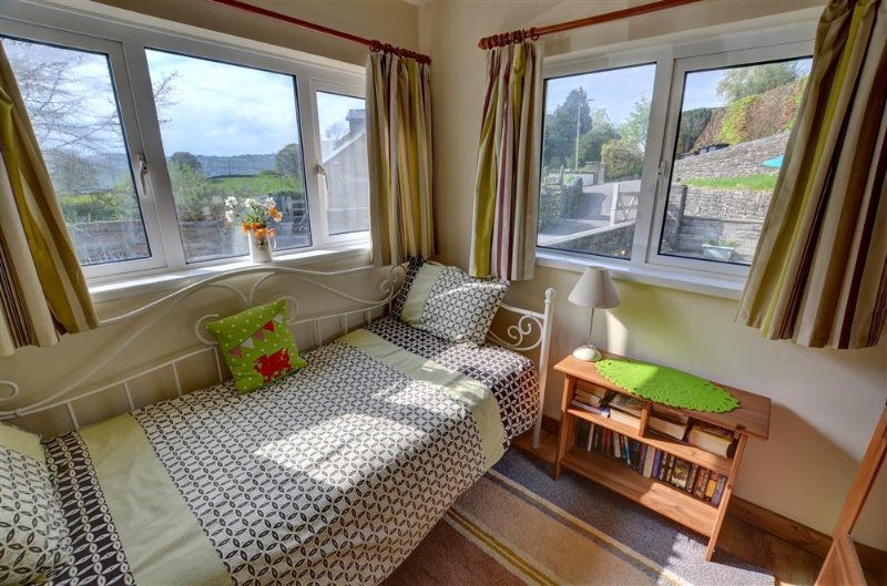 A cama sala de estar oferece muita luz através das janelas duplo aspecto