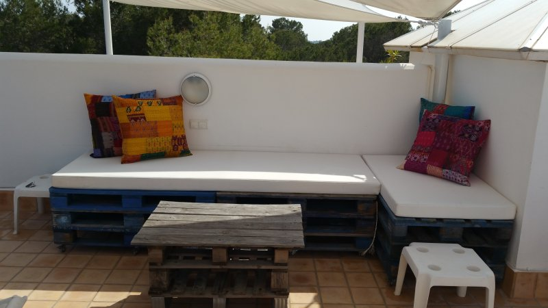 Roof terrace lounger & coffee table