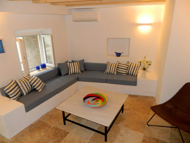 Village Life THREE  - Luxury 3 Bedroom Duplex Apartment in the heart of Gaios, location de vacances à Gaios