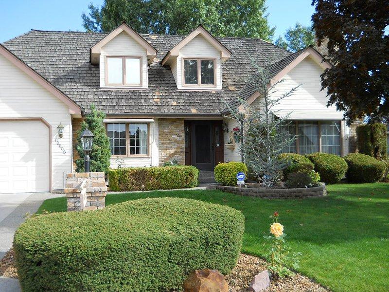 Quiet Suburban Home in upscale neighborhood, casa vacanza a Mead