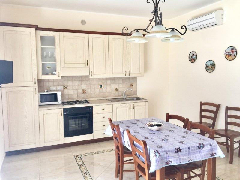 Etna Royal View - Appartamento Trilocale con terrazza e vista mare., vacation rental in Trecastagni