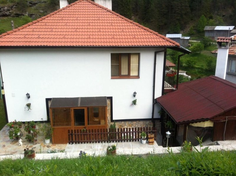 Rossy Guest House, vacation rental in Beden