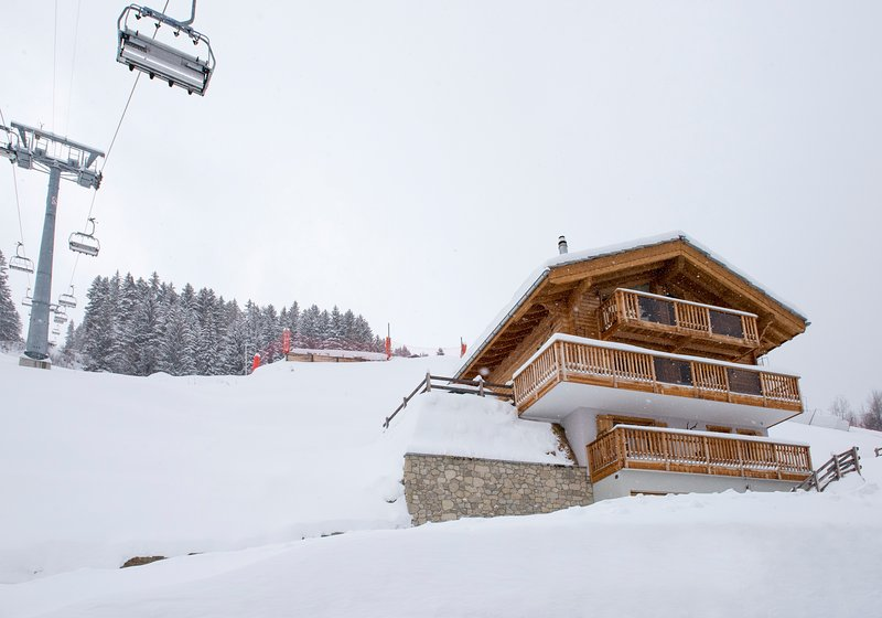 Luxurious Contemporary Ski In Ski Out in 4 Vallées, holiday rental in Heremence