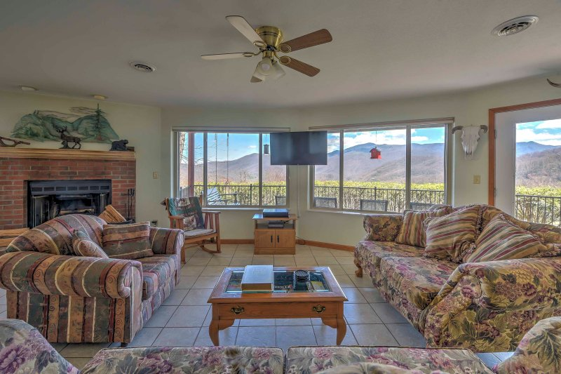 This 2 bedroom vacation rental apartment is the perfect choice for your next Blue Ridge Mountain experience.
