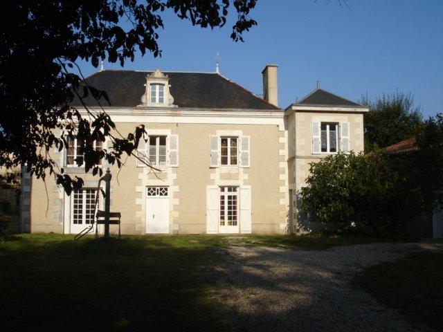 Grande maison avec piscine chauffée, holiday rental in Thurageau