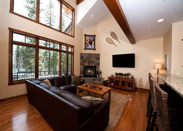 Luxury Townhome - Great Views/BBQ/Shuffleboard - Heated Pool, holiday rental in Durango