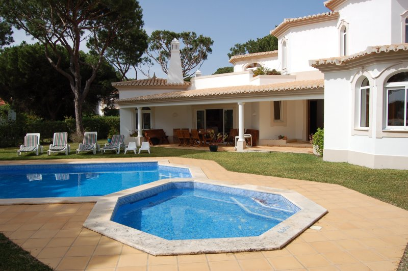 Situated only 2 kms from the Marina, holiday rental in Vilamoura