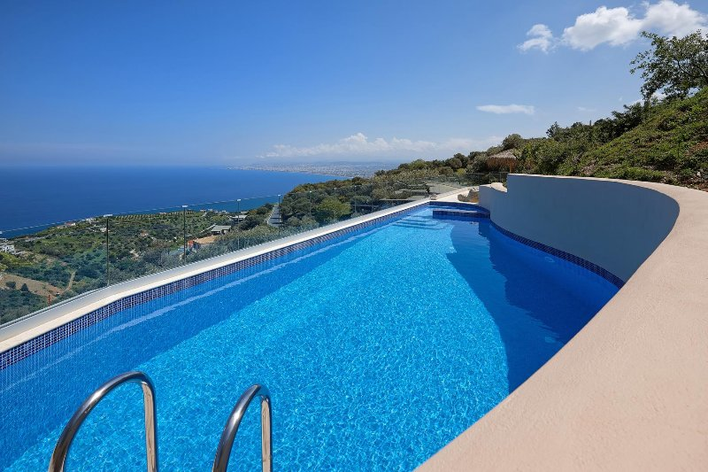 Omikron Seaview Villa, Rodia Heraklion Crete, holiday rental in Skafidaras