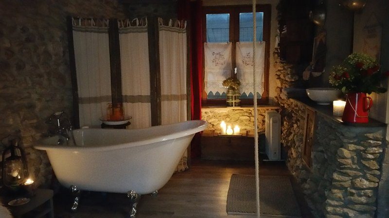 Top bath in the dining room of the campaign bath