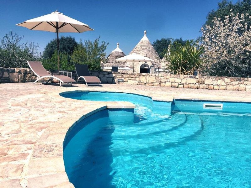 Trullo Giancamisa and the stunning pool