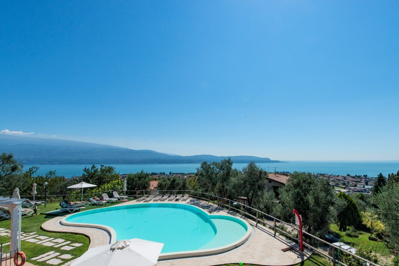 2 Bedroom Apartment lake view, holiday rental in Toscolano-Maderno