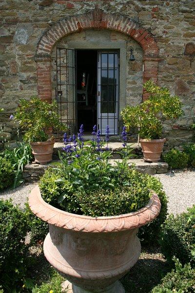 Front Door or 'porto ingresso'.