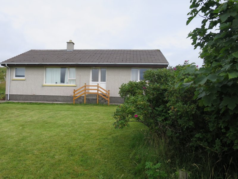Beautifully located apartment within large bungalow., holiday rental in Isle of Lewis