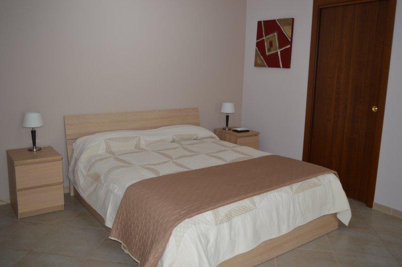 Monolocale Ambra con balcone privato, vacation rental in Aci Sant'Antonio