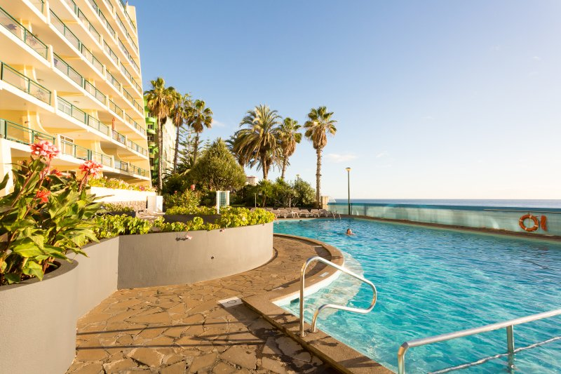 Formosa Sunset - Beachfront + balcony +  Wifi, holiday rental in Estreito de Camara de Lobos