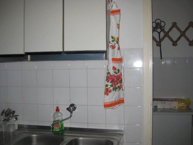 H(5): kitchen