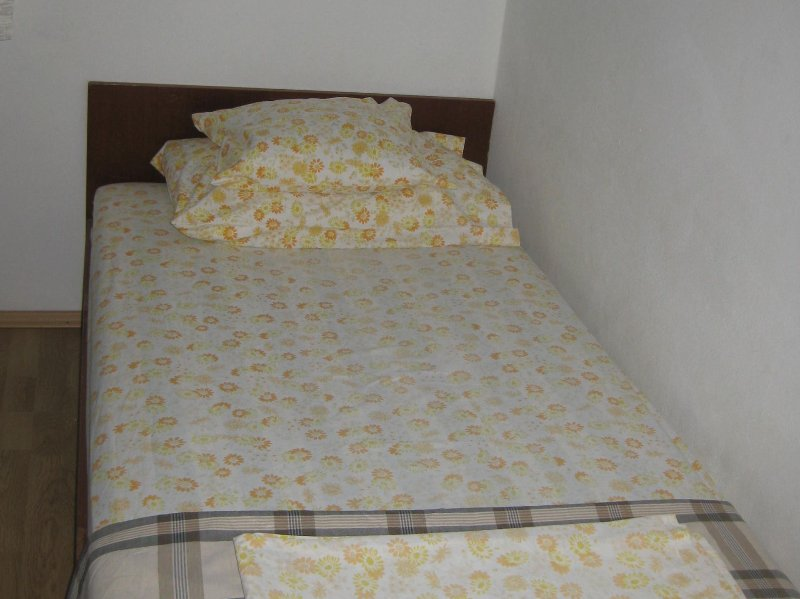 H(5): bedroom