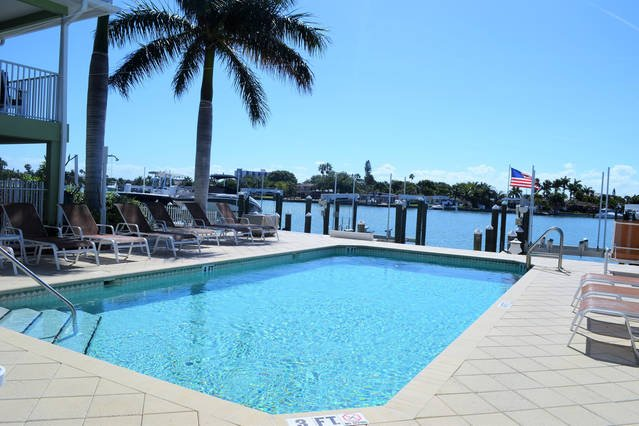 pool, patio tables, plenty of loungers