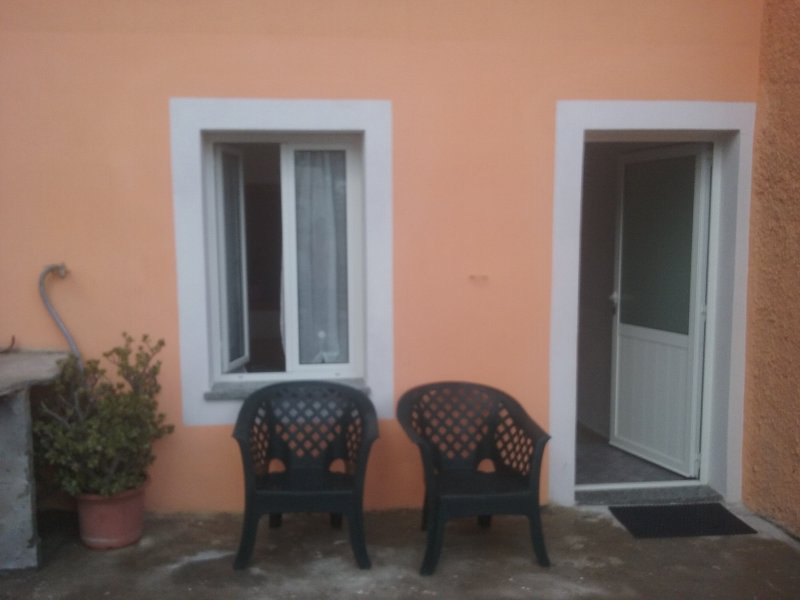 BILOCALE INDIPENDENTE, vacation rental in Finale Ligure