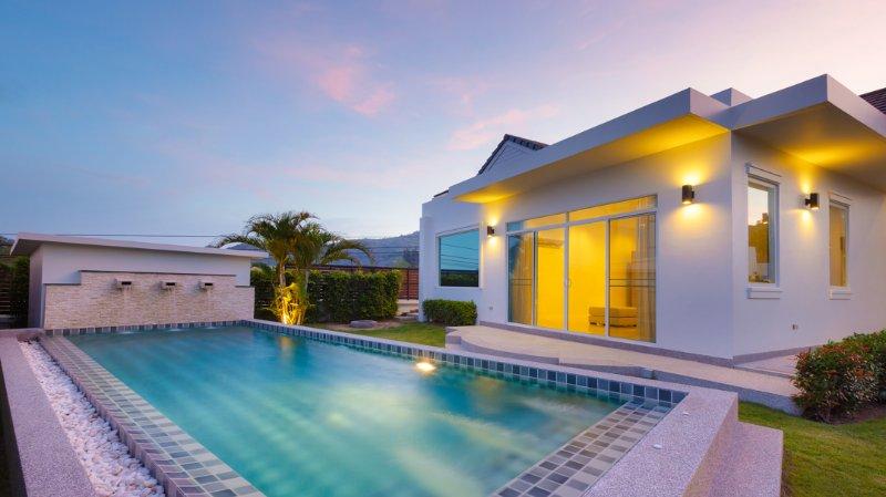 piscina 9x3m, amplo jardim e acesso direto do quarto principal