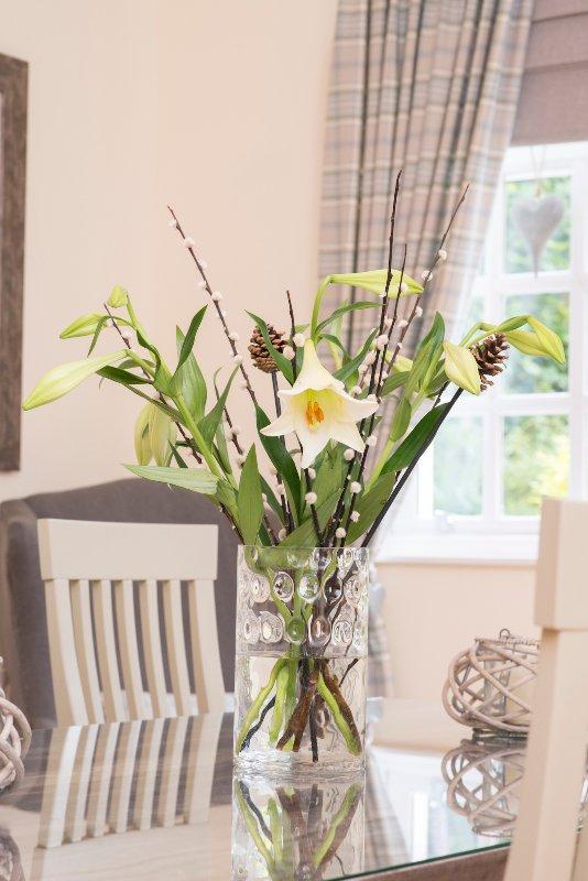 Susan fornece flores frescas para iluminar seu dia.