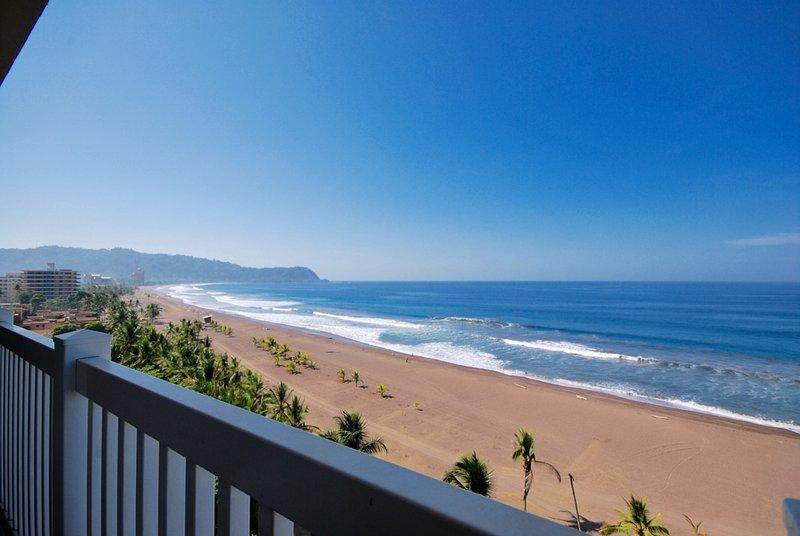 vistas panorámicas de la playa de Jaco y el océano
