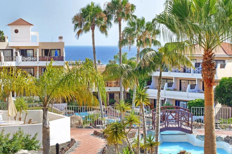 Penthouse apartment with unforgettable views over the Ocean and Golf Courses, location de vacances à Golf del Sur