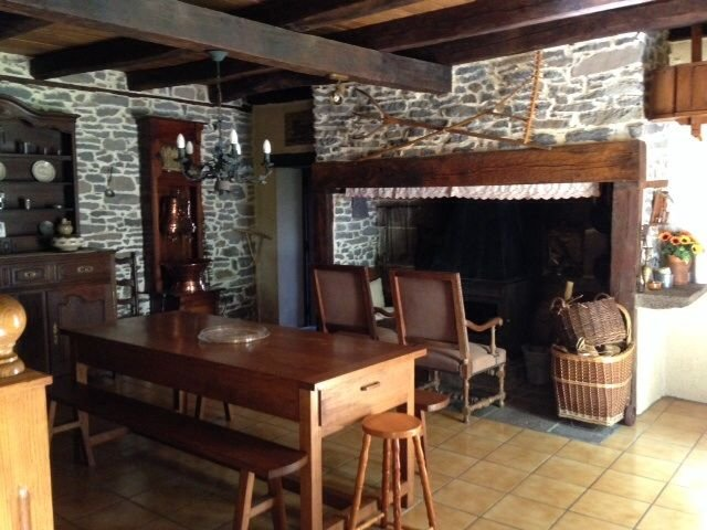 Spacious house with mountain view, holiday rental in Rilhac-Xaintrie
