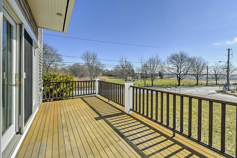 Multi-Level Marion House: Loft, Deck + Ocean Views, location de vacances à Mattapoisett