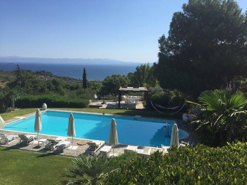 Big villa with swimming-pool & Wifi, location de vacances à Dikili