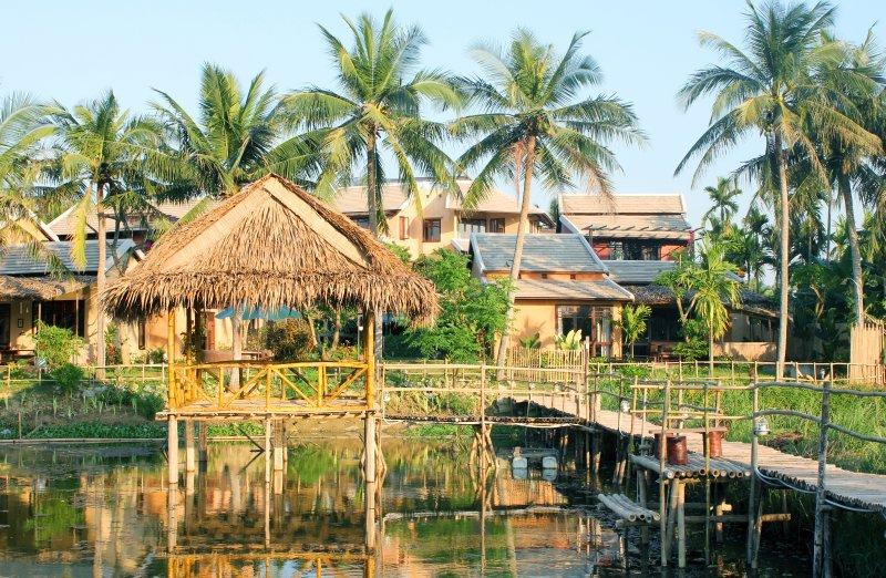 Yoga/meditation hut and villas