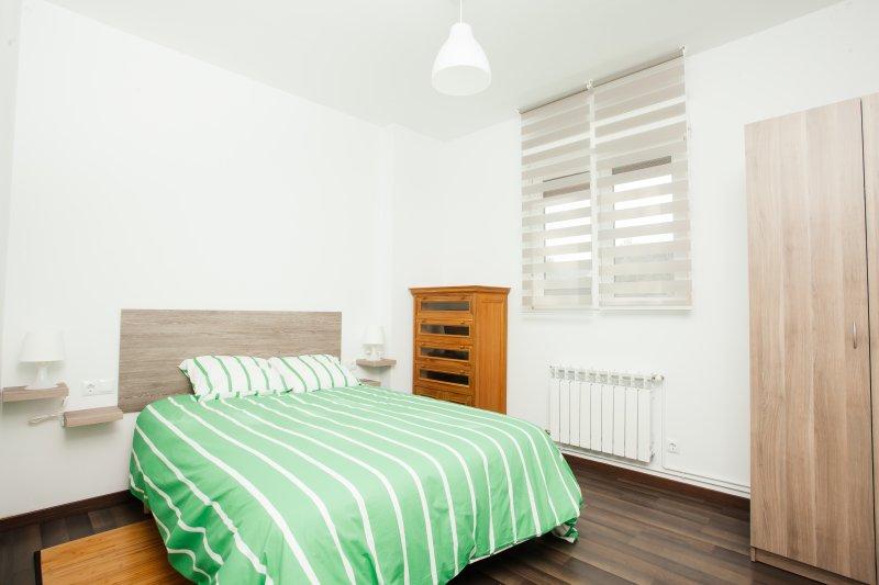 No 5 - Apartamento turístico nuevo al lado de San Sebastián, holiday rental in Lasarte-Oria