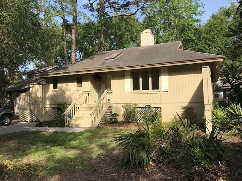 Centrally located in Sea Pines, HHI